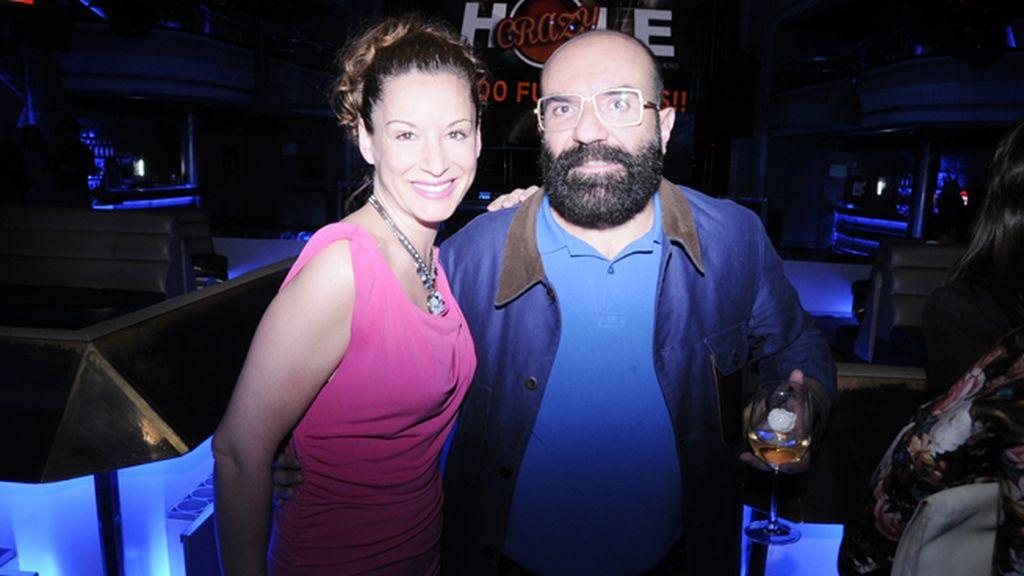 La actriz Eva Almaya junto al diseñador Paco Delgado