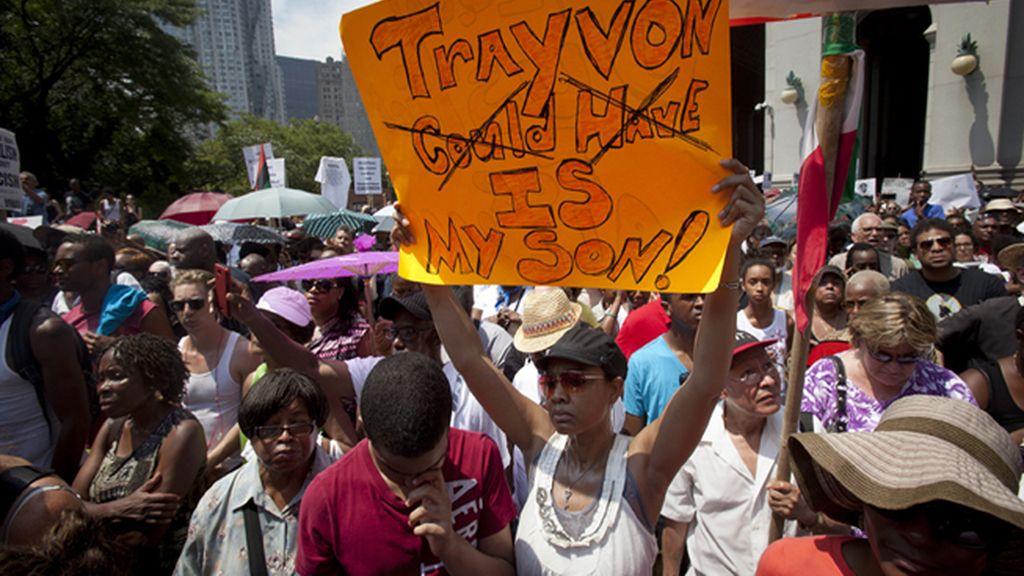 Miles de personas salen a las calles bajo el lema 'Justicia para Trayvon'
