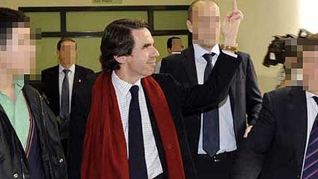 Aznar no es el único; otros políticos lo han precedido en malos modales. Foto: Reuters.