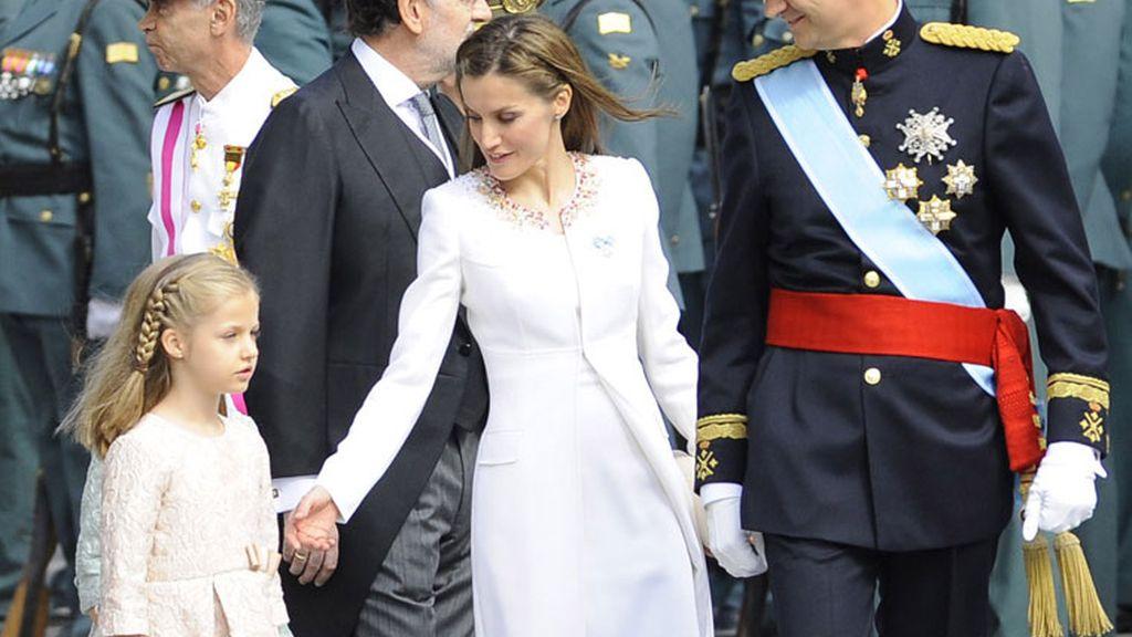La nueva reina ha estado pendiente de sus hijas en todo momento