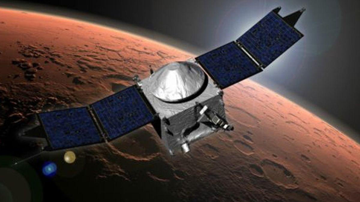 Ilustración de la sonda del proyecto Maven acercándose a Marte