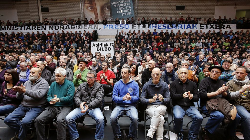 """Antiguos presos de ETA apoyan """"avanzar por vías exclusivamente políticas y democráticas"""""""