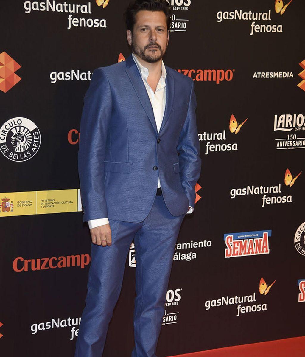 El director Kike Maíllo, el traje más colorido