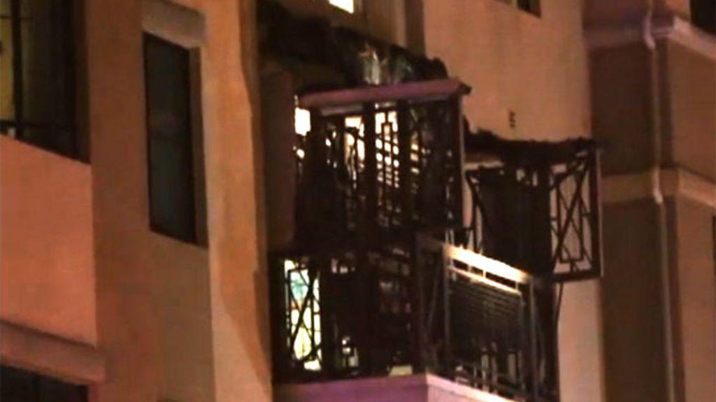 Mueren cinco personas al desplomarse un balcón en California