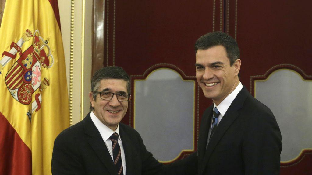 Patxi López recibe a Pedro Sánchez en busca de una fecha para  la sesión de investidura