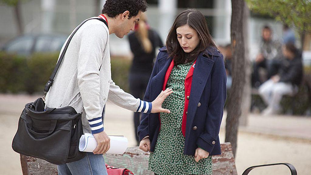 Jorge acompaña a Lola a algún lugar... donde ella se reencuentra con Nacho