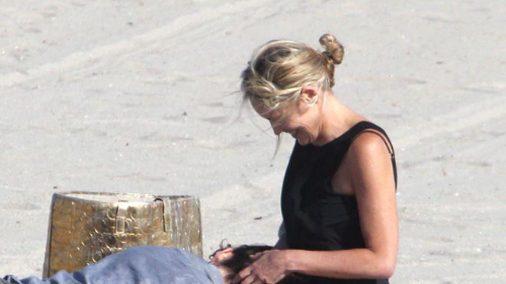 El revolcón de Sharon Stone, ¿posado o pillado?