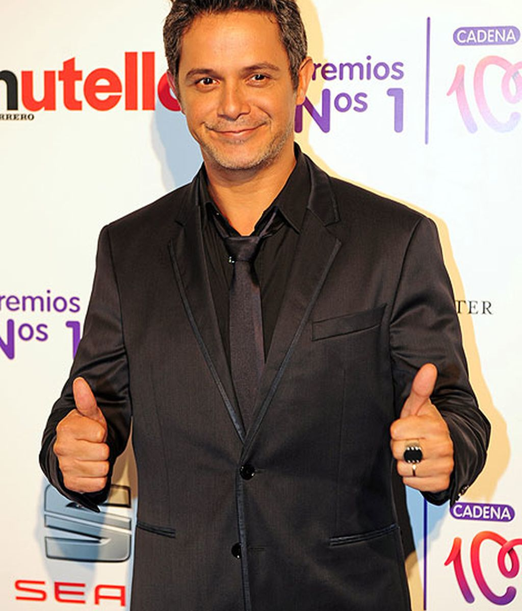 Alejandro Sanz lució un look 'total black' muy favorecedor