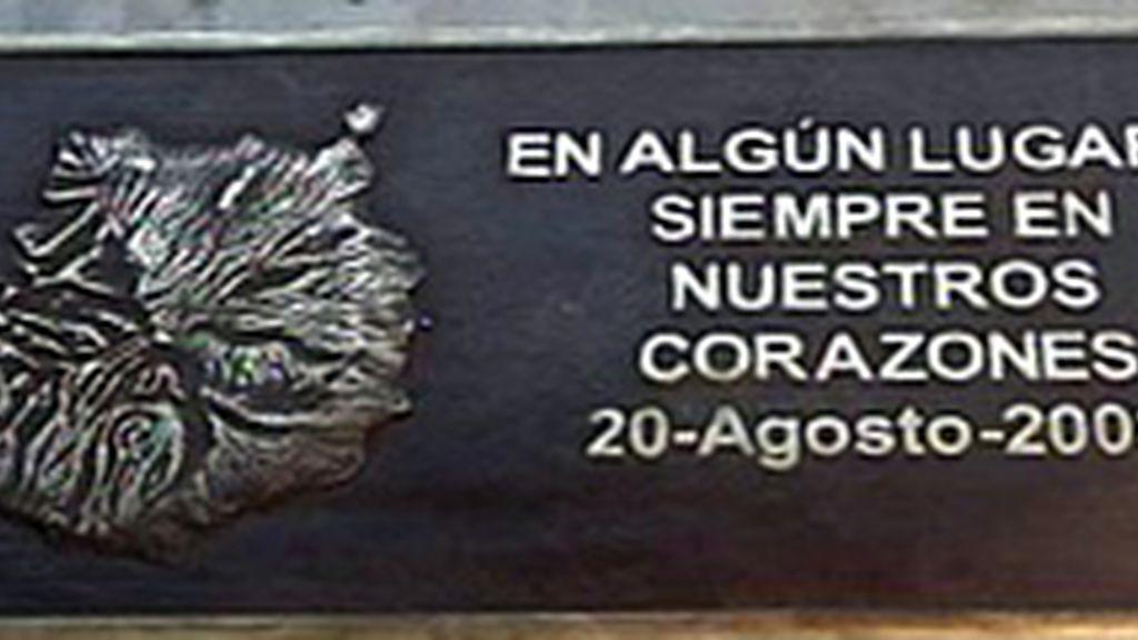 Placa conmemorativa del accidnete de Spanair