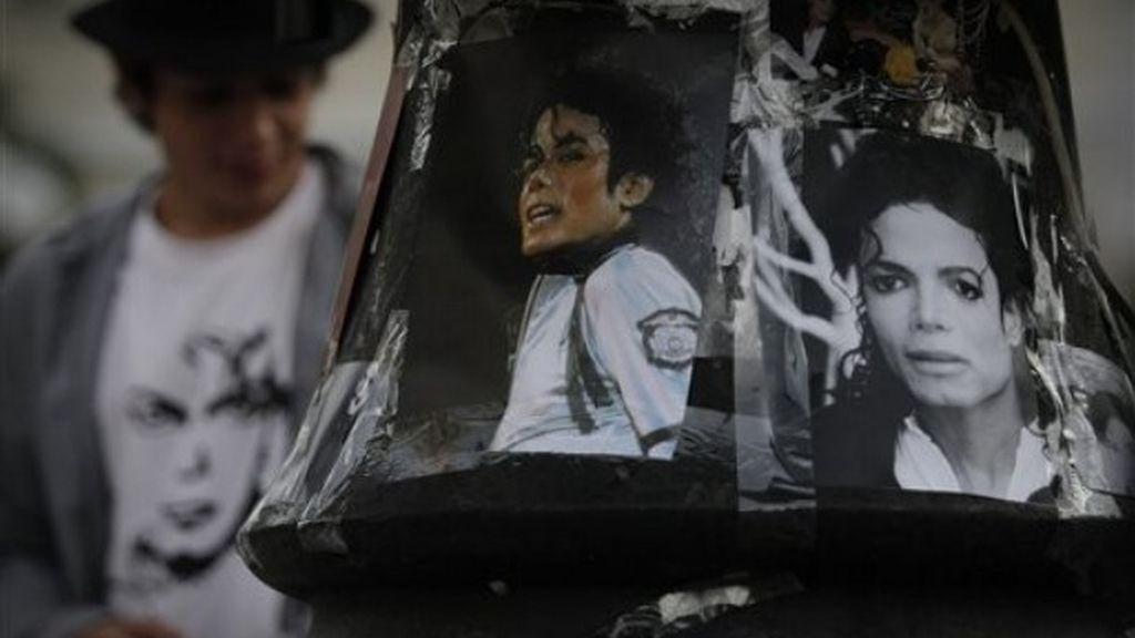 Fotografías de Michael Jackson en un homenaje en Sofía (Bulgaria)