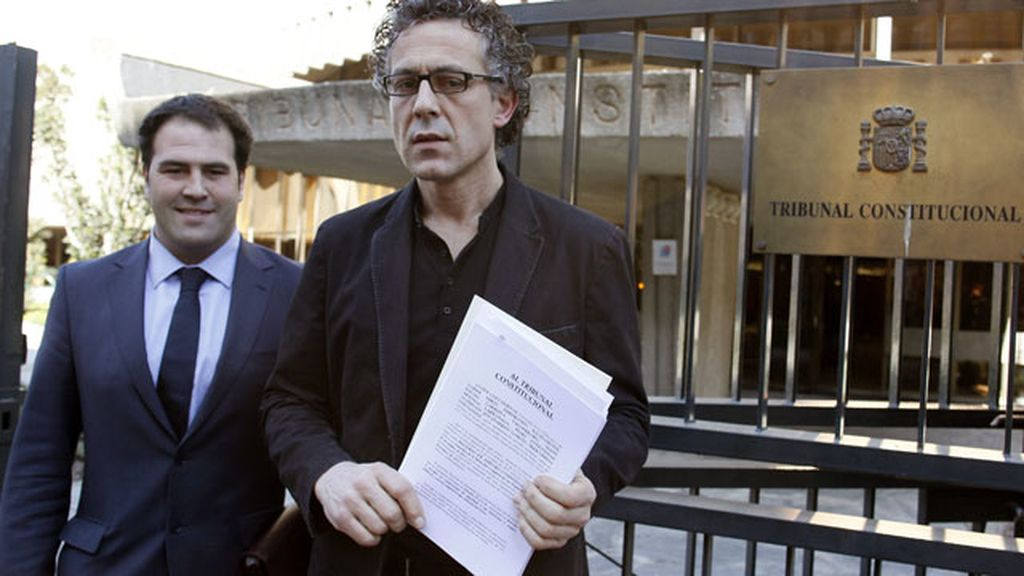 Los diputados de Amaiur Mikel Errecondo y Jon Iñarritu, a las puertas del Tribunal Constitucional