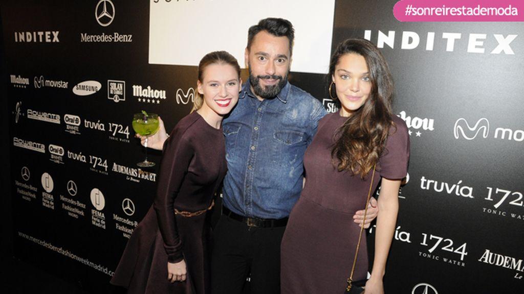 Juanjo Oliva en el Kissing con Manuela Vellés y Ana Rujas