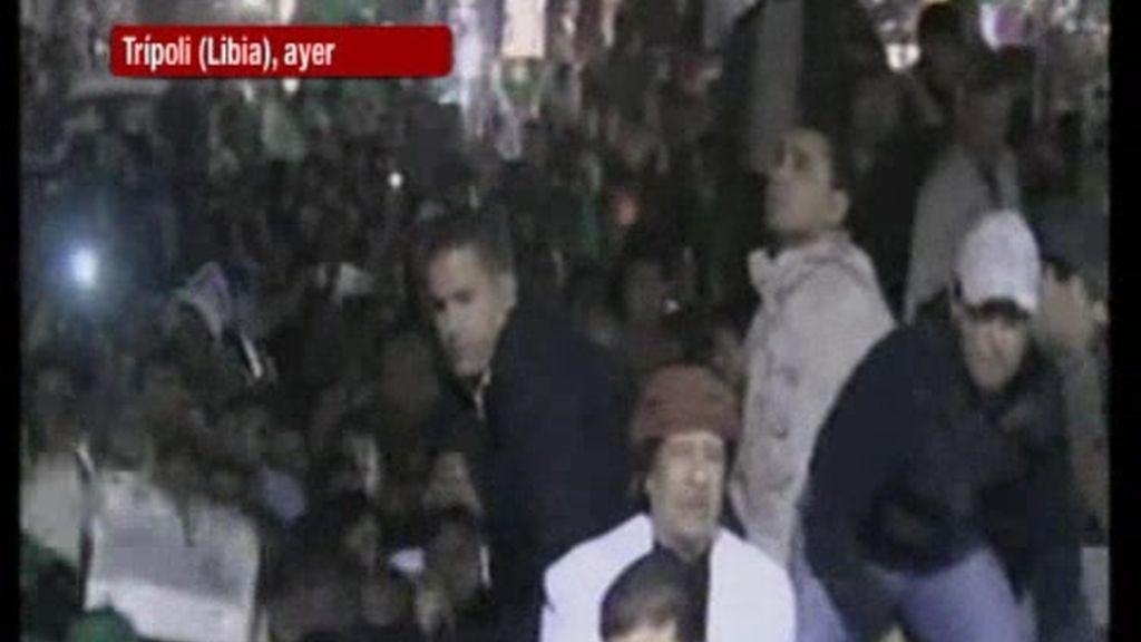 Gadafi en la manifestación pro Gadafi
