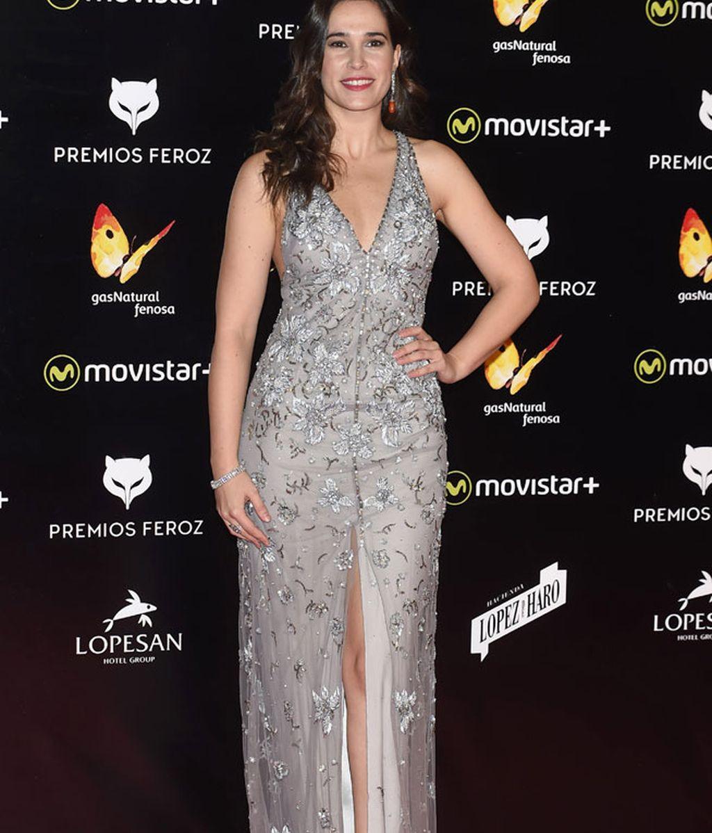 Celia Freijeiro vestida de gris con pedrería