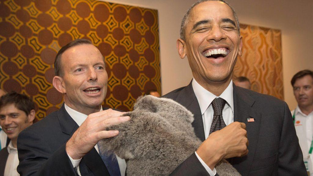 Obama se divierte con el koala