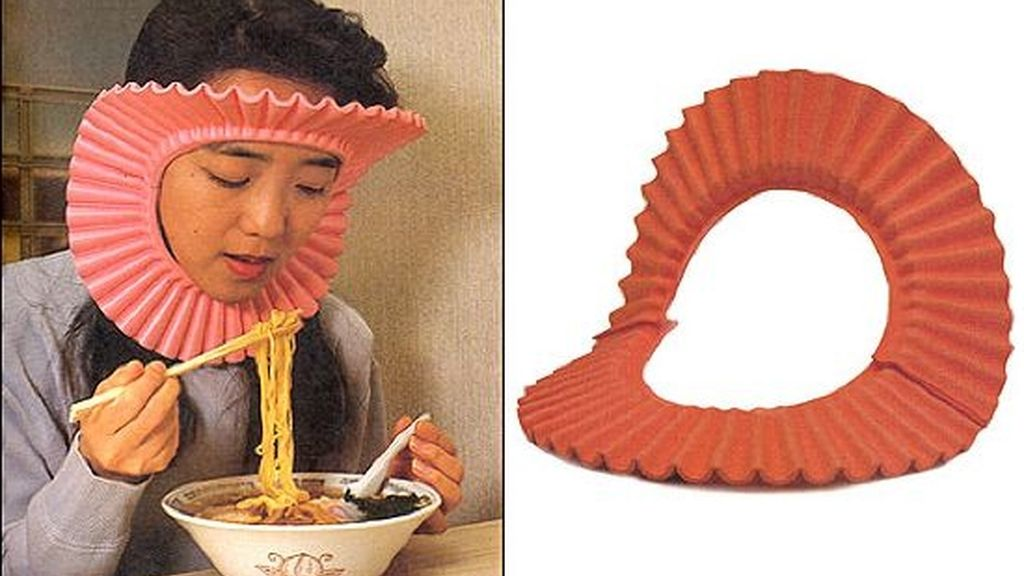 Un protege cabellos para comer espaguettis relajadamente