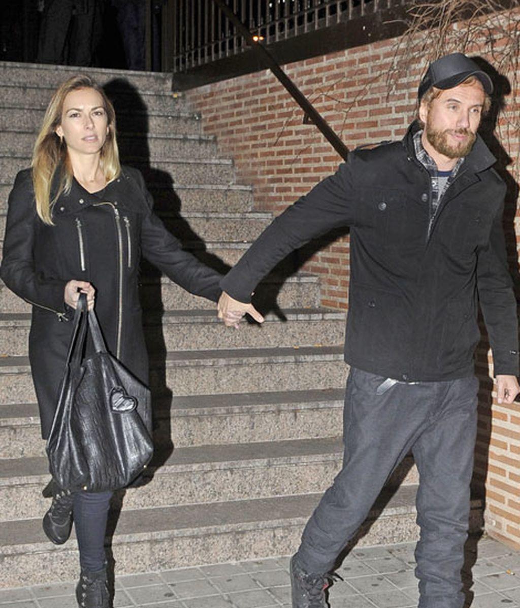 Kira Miró y su novio, el cantante Daniel Carbonell, también acudieron al funeral