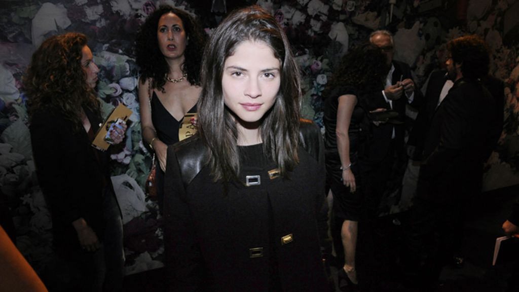 La modelo Alba Galocha con abrigo de Claudie Pierlot