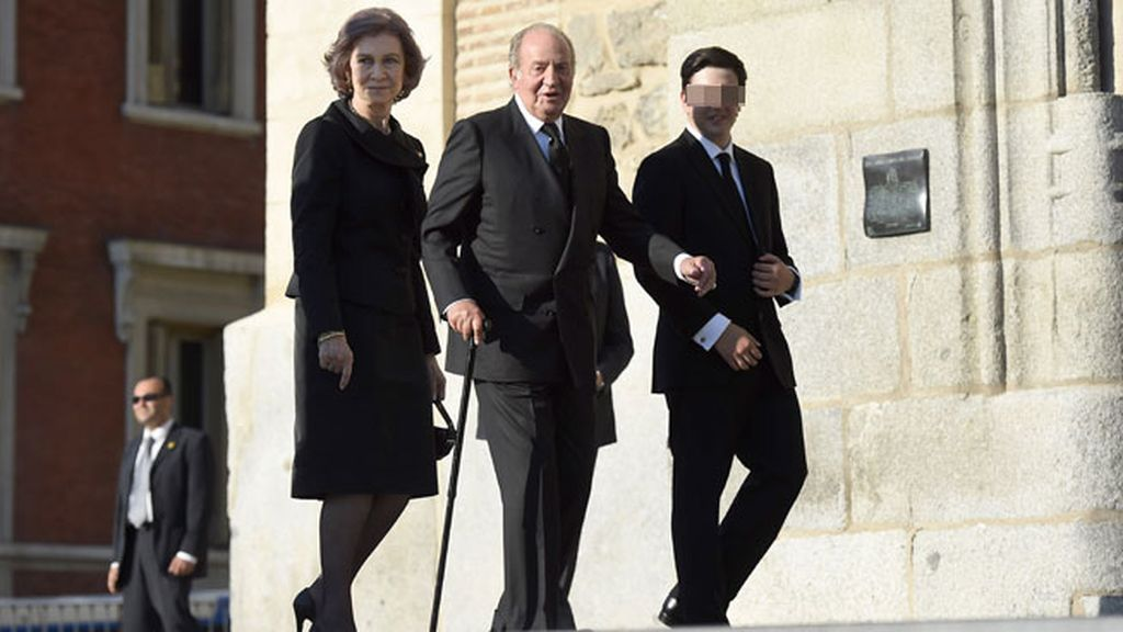 Doña Sofía y don Juan Carlos junto a Boris, el hijo de Kardam y Miriam