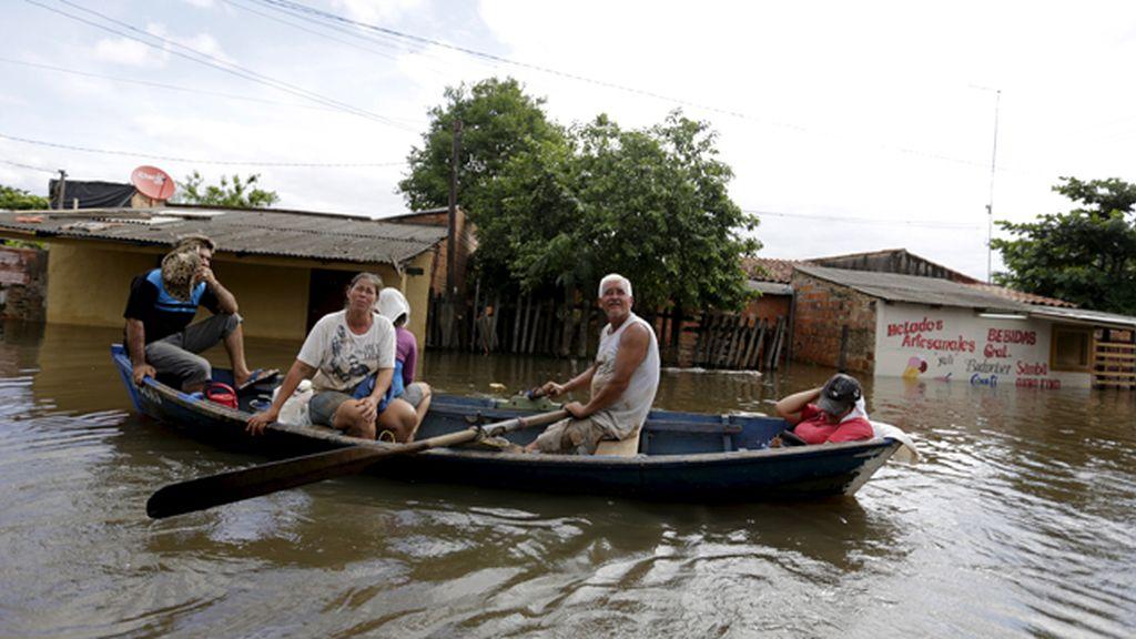 Evacuadas 120.000 personas por las inundaciones que asolan a Sudamérica