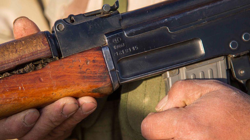 Muchos son abuelos y tienen armas muy antiguas