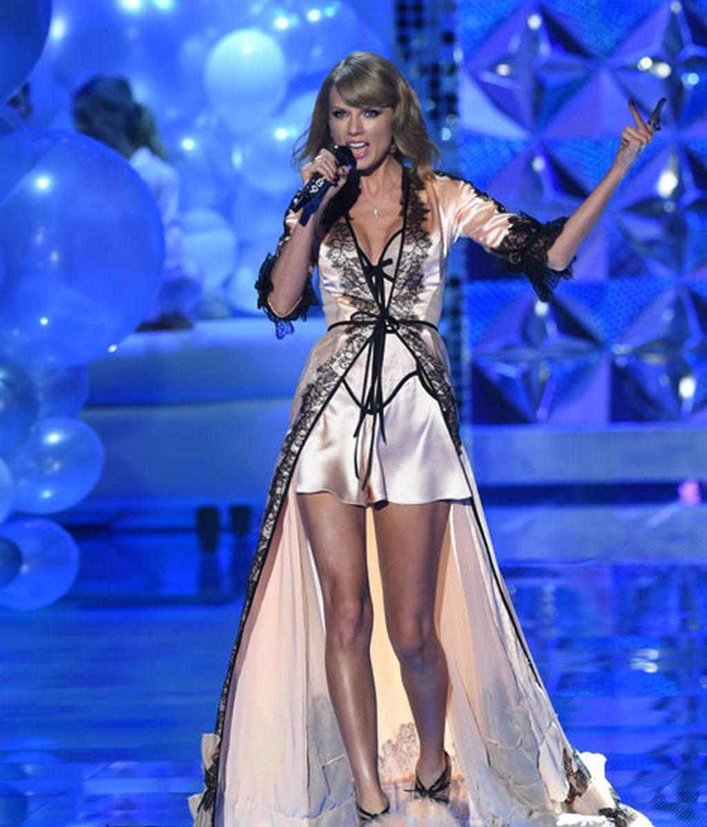 Por segundo año consecutivo, Taylor Swift cantó durante el desfile