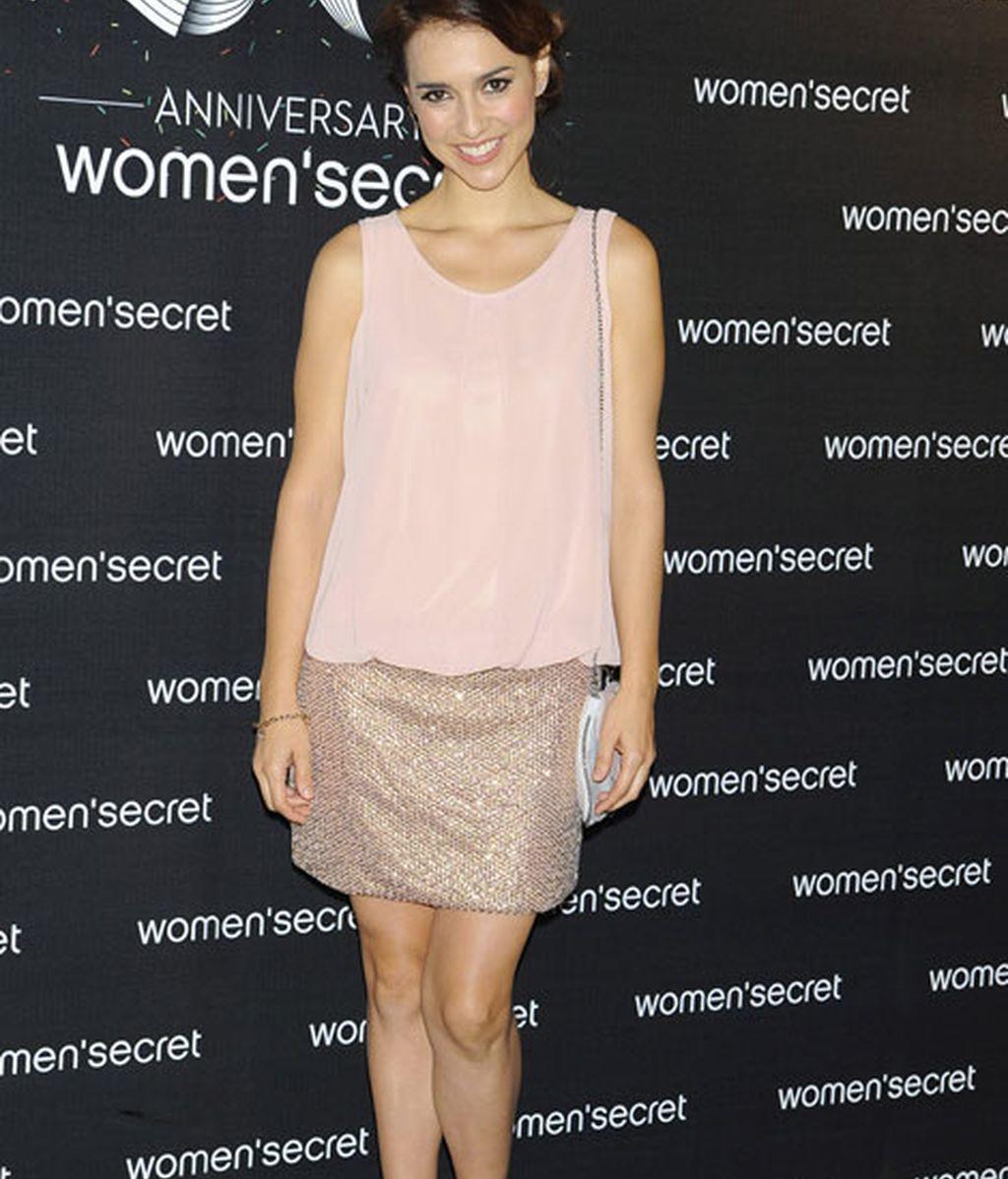 Cristina Brondo con vestido rosa palo