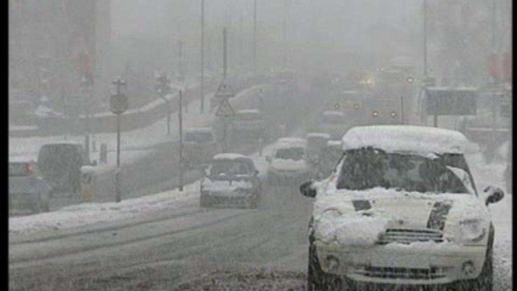 La nieve hace estragos por todo el mundo