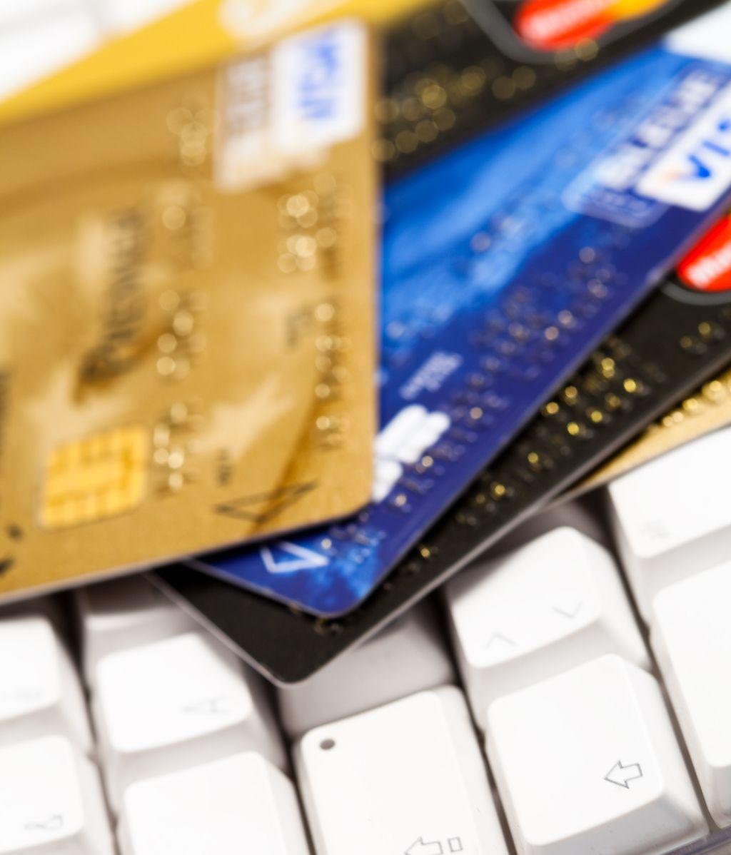 La mujer cogía los números de las tarjetas y los datos que después eran usados por sus cómplices para realizar compras y estafas online.