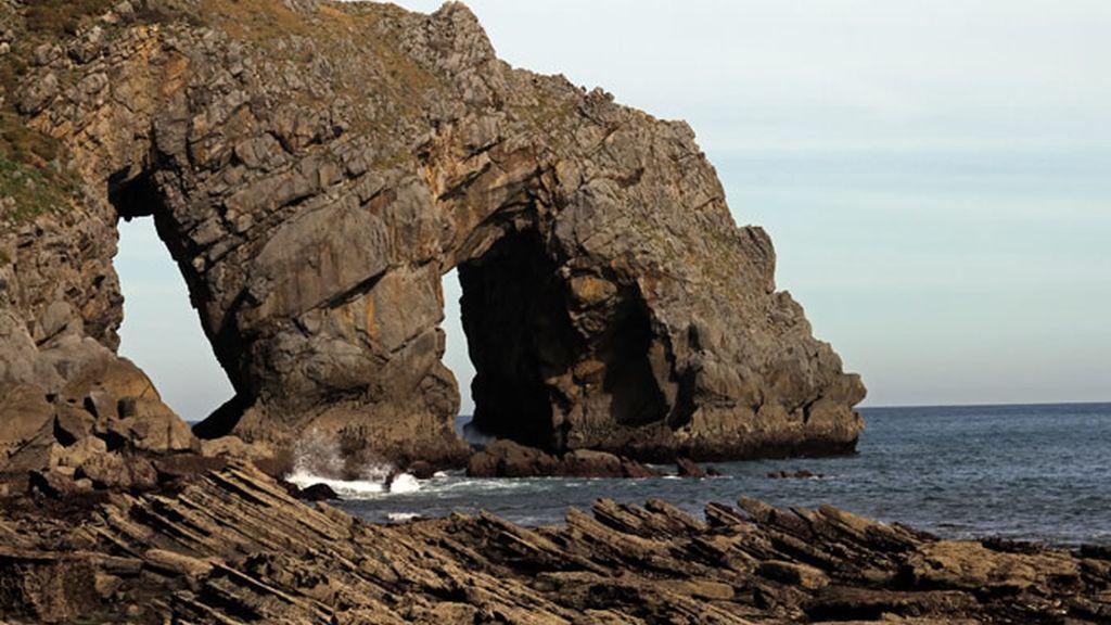 La auténtica protagonista de este viaje es la asombrosa isla de San Juan de Gaztelugatxe
