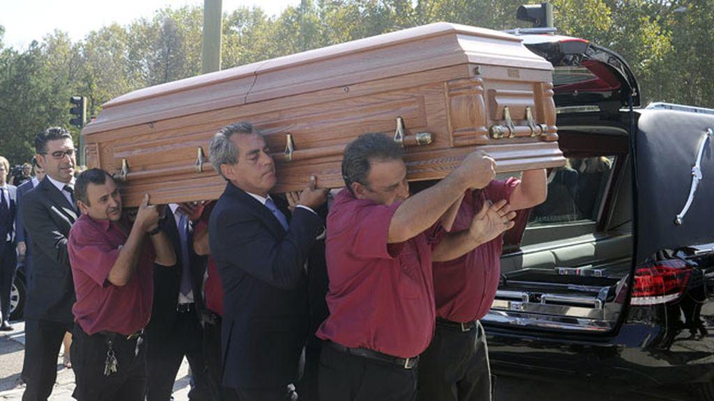 El exministro recibe sepultura en estricta intimidad
