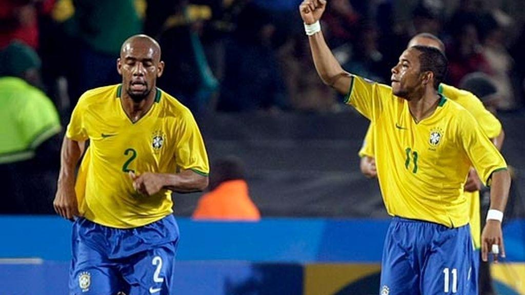 brasil celebra el tercer tanto
