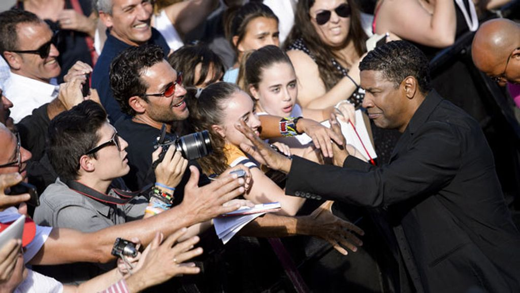 Nos encanta que nos visite Hollywood: Fenómeno fan con Denzel Washington