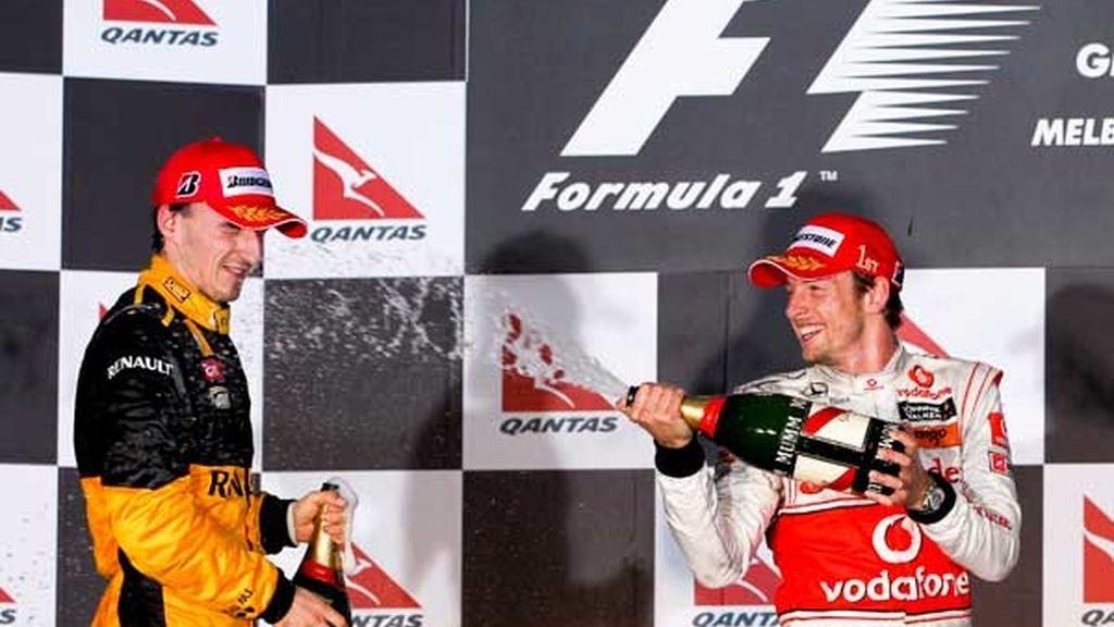 Button rocía a Kubica con champán
