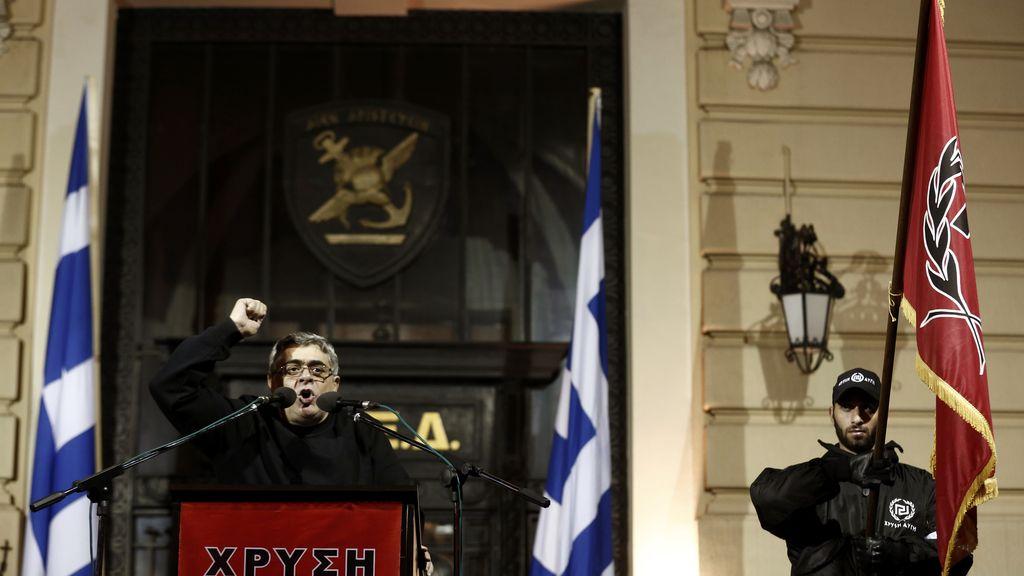 Amanecer Dorado y su líder, Nikolaos Michaloliakos