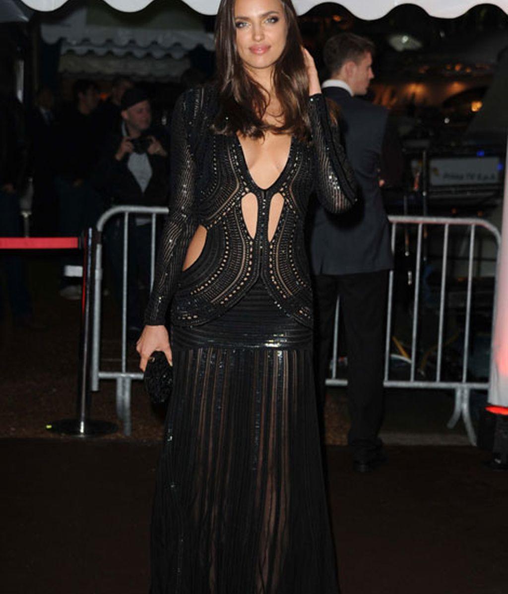 Irina Shayk añadió unas mangas a su vestido de Cavalli