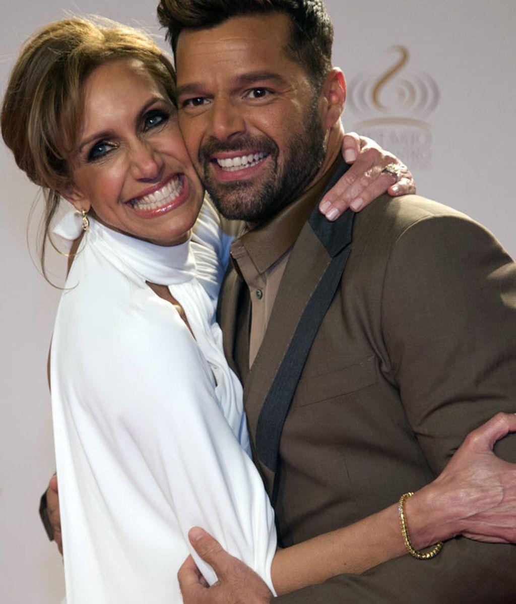 La modelo Lili Stefan y Ricky Martin, muy sonrientes