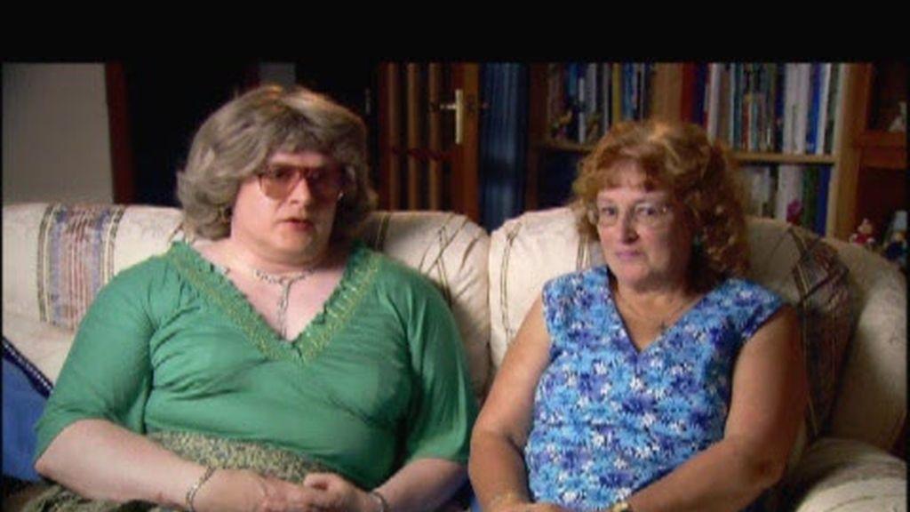 Promo Gente Extraordinaria: Esposas travestis y Hombres con pechos