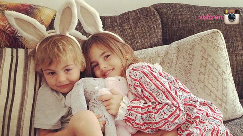 Alessandra Ambrosio y sus pequeños 'conejitos'