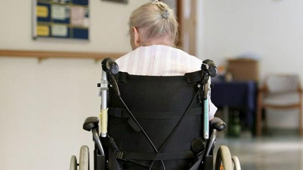 Anciana en un geriátrico
