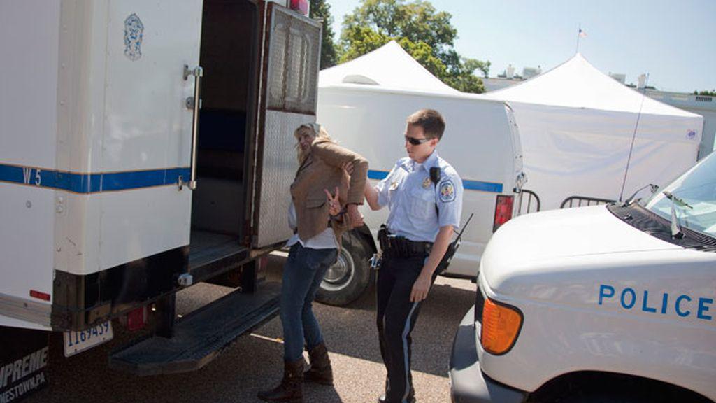 La detención de Daryl Hannah, paso a paso