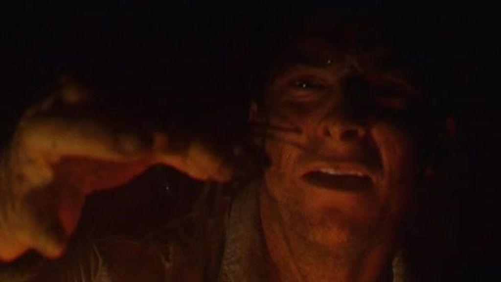 Belice: El último superviviente se come un escorpión brujo