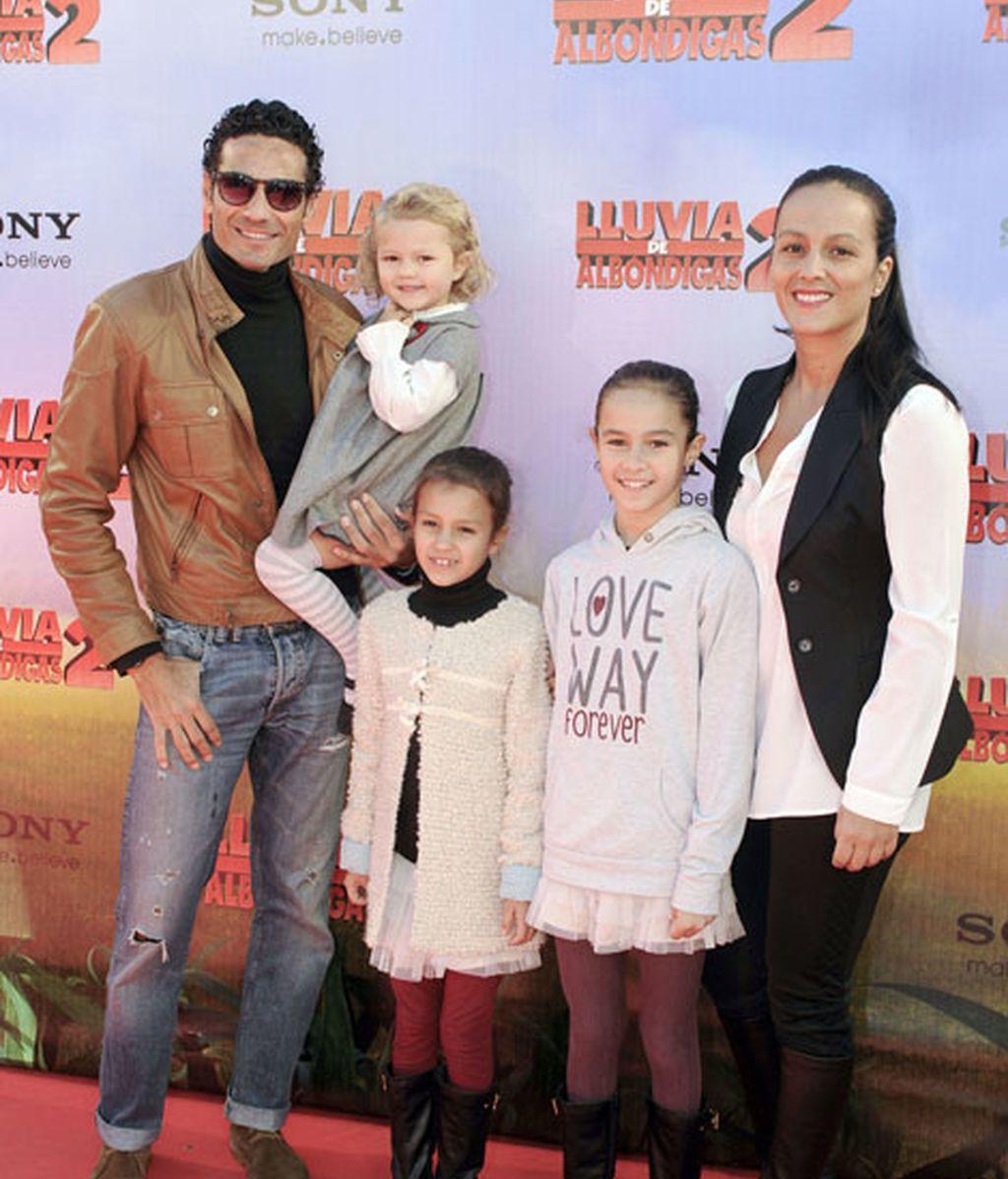 Óscar Higares y familia