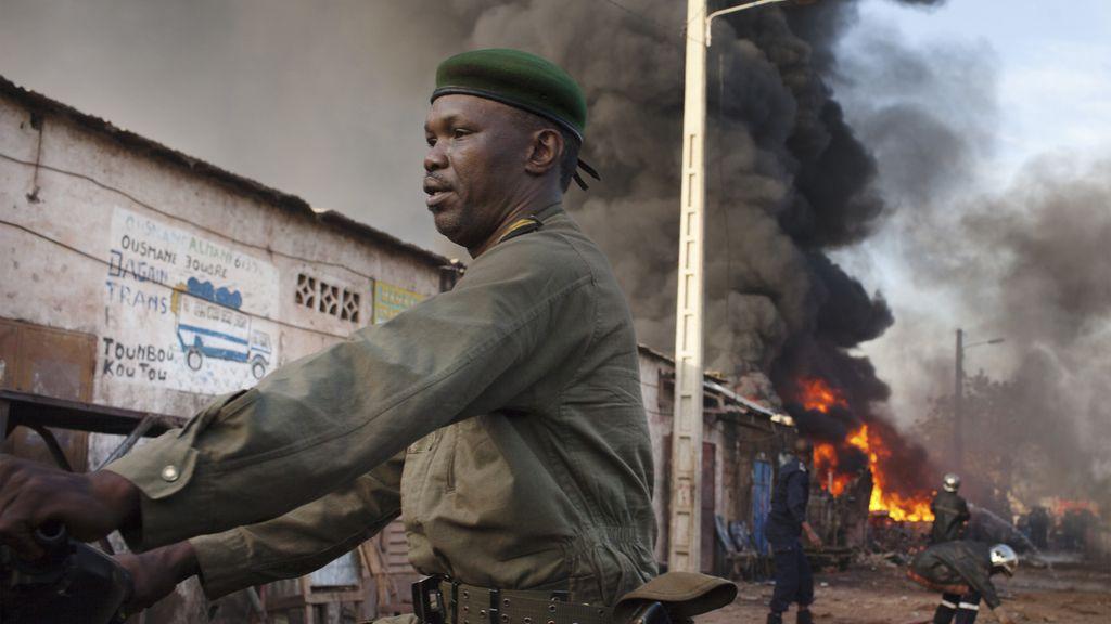 Fuego en un mercado de Bamako, Malí