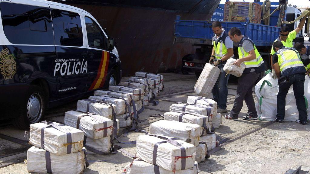 La Guardia Civil descarga en Cádiz un enorme alijo de droga