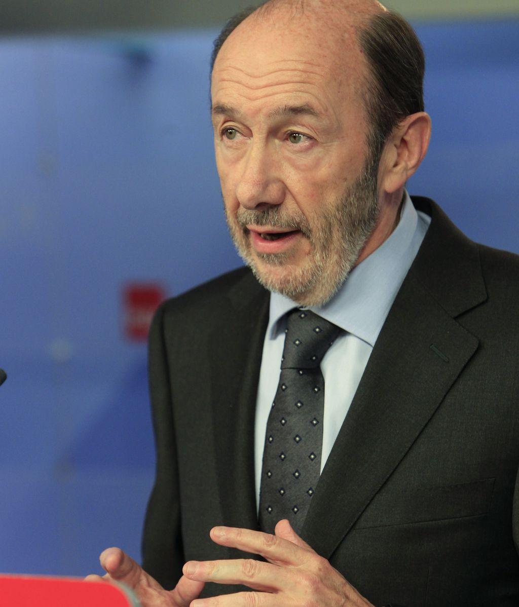 El candidato socialista a la Presidencia del Gobierno, Alfredo Pérez Rubalcaba, durante la rueda de prensa que ofreció en Madrid
