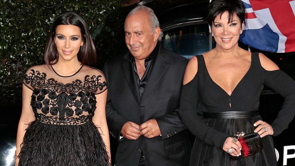 Kim Kardashian y su madre, junto a Sip Philipe Green