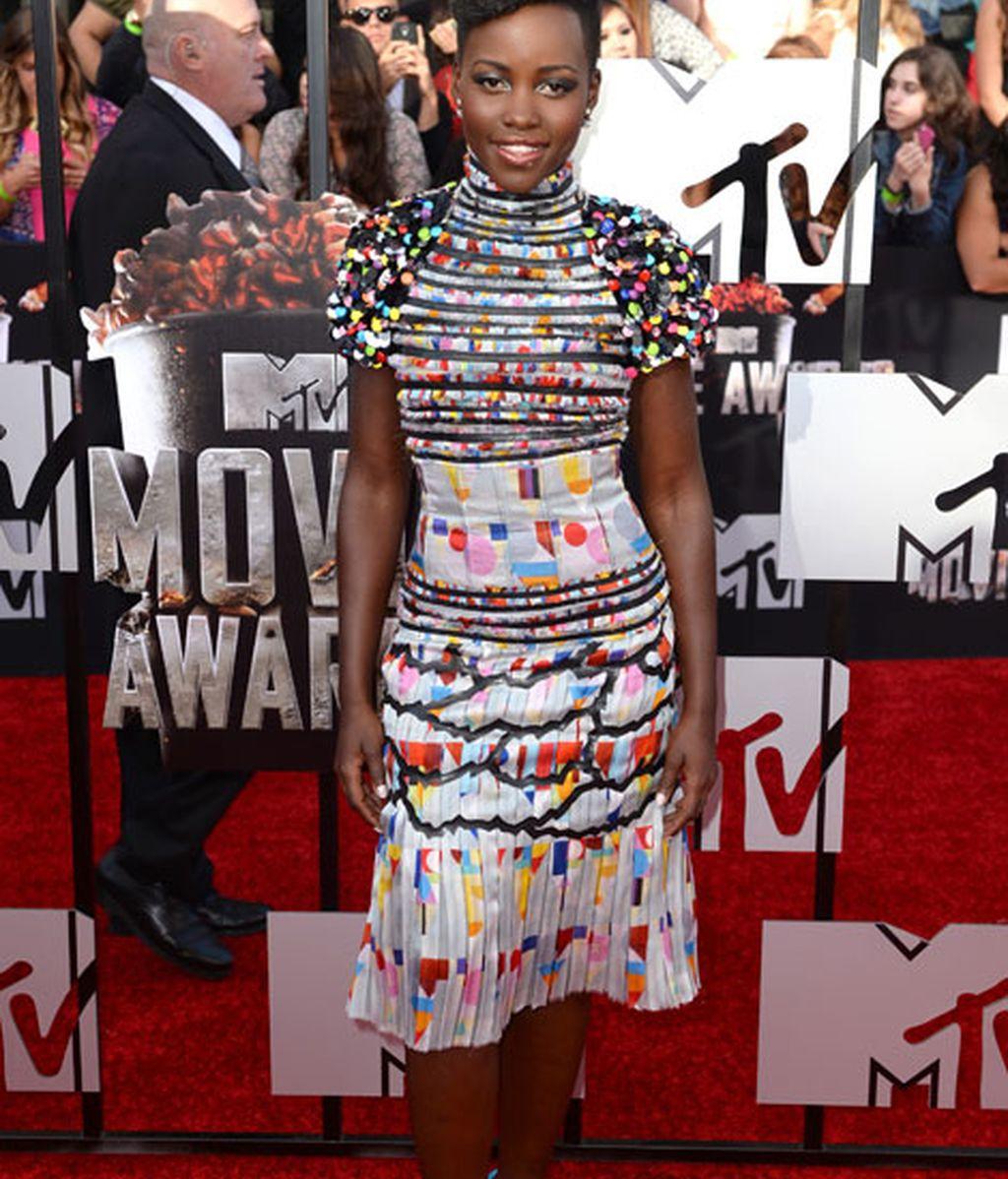 Lupita Nyong'o con un colorido Chanel