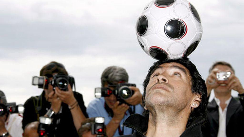 Maradona ilumina Cannes