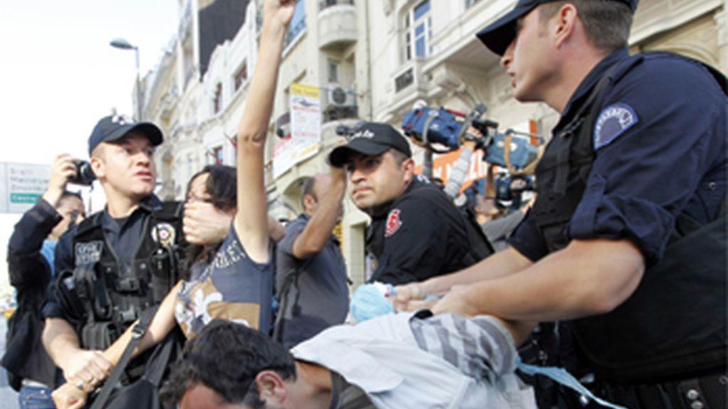 Protestas contra el FMI y el Banco Mundial en Turquía